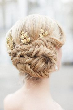 12 Bridal Hairstyles You'll Want to Copy - photo by Roberta Faccini