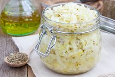 Taking probiotics can help restore the natural balance of bacteria in the gut and may help treat a number of health issues. Some people experience side effects from probiotics, though they are generally safe. Fermented Cabbage, Pickled Cabbage, Fermented Foods, Homemade Sauerkraut, Sauerkraut Recipes, Anti Cholesterol, Sour Cabbage, Czech Recipes, Coleslaw