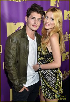 bella thorne brings boyfriend gregg sulkin on stage at mtv fandom awards 02