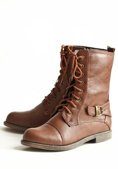 I have: brown lace-up troopas.