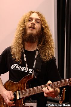 Guthrie Govan is a guitar genious, right on up there with Jeff Beck and Steve Vai. He deserves more credit than he's been given.