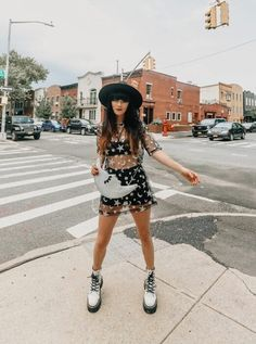 Doc Martens Outfit Summer, Dr Martens Outfit, Dr. Martens, Cute Casual Outfits, Summer Outfits, White Dr Martens, Festival Outfits, Aesthetic Clothes, Fashion Outfits