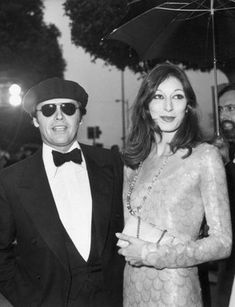 Pin for Later: 85 Unforgettable Looks From the Oscars Red Carpet Anjelica Huston at the 1975 Academy Awards Anjelica Huston showed that minimalism and glamour are not mutually exclusive in 1975.