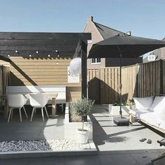 Seat by the shed - Terrasse - Balcony Furniture Design Diy Garden Furniture, Balcony Furniture, Backyard Garden Design, Garden Pool, Back Gardens, Outdoor Gardens, Outdoor Spaces, Outdoor Living, Clayton Homes