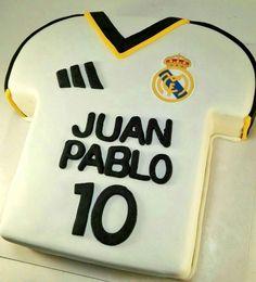 La #tartaRealMadrid para Juan Pablo le emocionó!! 😍😍 Y le encantó www.tartasgourmet.com