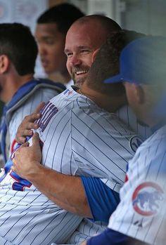 Grandpa Ross and Rizzo HR hugs❤️ Chicago Cubs Baseball, Baseball Today, Baseball Stuff, World Series Winners, Cub Sport, Chicago Cubs World Series, Cubs Team, Cubs Win, Go Cubs Go