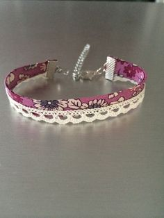 liberty fabric bracelet pink flowers and ecru lace: Bracelet by mimie-and-junk Source by paulineolive Fabric Bracelets, Fabric Jewelry, Handmade Bracelets, Handmade Jewelry, Beaded Bracelets, Bracelet Crafts, Crochet Bracelet, Jewelry Crafts, Beaded Earrings