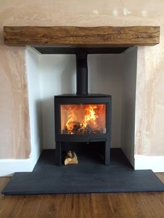 log burner on outside wall - Google Search Love this but would have brick supports on either side Wood Burner Stove, Wood Burner Fireplace, Cosy Fireplace, Slate Fireplace, Fireplace Ideas, Corner Fireplaces, Modern Log Burners, Cottage Lounge, Slate Hearth