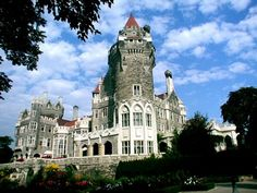20180613 antigodlin Casa Loma (Spanish for Hill House) is a Gothic-Revival style house with gardens in midtown Toronto, Ontario, Canada, that is now a museum and landmark. Wedding Venues Ontario, Chicago Wedding Venues, Toronto Photos, Chicago Photos, Affordable Wedding Venues, Unique Weddings, Trendy Wedding, Dream Wedding, Visit Toronto