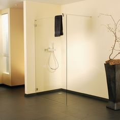 licht ist nicht gleich licht sch ne walk in duschen pinterest bad beleuchtung und walk. Black Bedroom Furniture Sets. Home Design Ideas