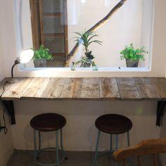 20120805_1295210.jpg (845×845) 実際のカフェの店内 窓辺のカウンター