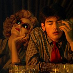 I'm the It Girl: Screen Style: Chungking Express Badass Movie, Love Movie, Movie Tv, Chungking Express, Color In Film, Hong Kong, Human Poses Reference, Takeshi Kaneshiro, Film Aesthetic