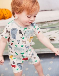 Your little monkey will love meeting the playful animal friends on these rompers. This gentle cotton twin pack has helpful poppers and is perfect for crawling. Thanks to the short legs and sleeves, even steamy days in the jungle are a breeze.