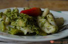 Pasta con broccoli è un primo piatto semplice e delizioso. Un gustoso piatto tipico autunnale molto facile da preparare.