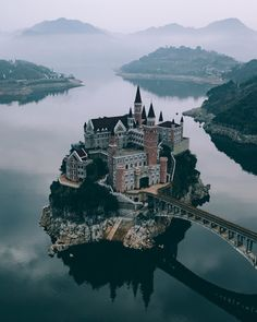 Top 15 Tourist Attractions in China - Tour To Planet Beautiful Castles, Beautiful Buildings, Beautiful Places To Visit, Places To See, Monuments, Cathedral Architecture, Germany Castles, Fairytale Castle, Fantasy Landscape
