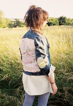 Jeansjacke mit Schaukelpferdestickerei von Ava, Rookiemag Source by thatbassist Custom Clothes, Diy Clothes, Diy Fashion, Fashion Beauty, Cheer Captain, Denim Outfit, Girl Gang, Country Girls, How To Wear