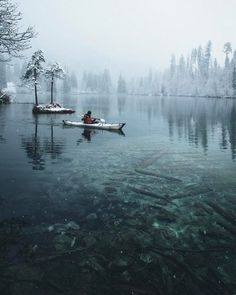 Paddling over the crystal clear waters |  Daniel Ernst