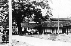 The District Hospital Kuala Lumpur (after 1870) which became the General Hospital Kuala Lumpur (after 1962). General Hospital Kuala Lumpur - the buildings were wooden and single-storey.