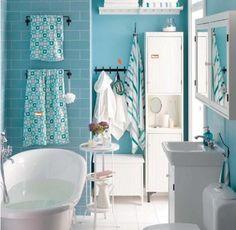 Blau-weißes Badezimmer mit Retro Wanne