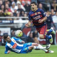 Espanyol's defender Ruben Duarte (L) vies with Barcelona's Uruguayan forward Luis Suarez during the Spanish league football match FC Barcelona vs RCD Espanyol at the Camp Nou stadium in Barcelona on May 8, 2016.
