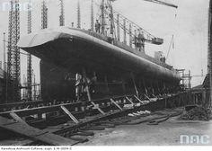 Het Zusterschip van de ORP Wilk met, zoals te zien is,  het roer vlak achter en onder de schroeven Submarines, Ww2, Line, Train, Navy, Vehicles, Boats, Ships, Polish
