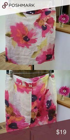 "Ann Taylor Loft adorable floral skirt 6 Ann Taylor Loft skirt  Sz 6 Linen Lyocell nylon  Waist 31"" Hips 38"" Top of waist to hem 20"" Slit in back Back zipper Excellent condition Ann Taylor Skirts"