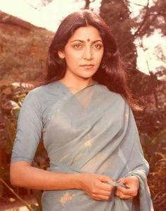 Simplicity is the essence of beauty. Beautiful Bollywood Actress, Most Beautiful Indian Actress, Indian Film Actress, Indian Actresses, Indian Look, Indian Wear, Golden Star, Golden Age, Deepti Naval
