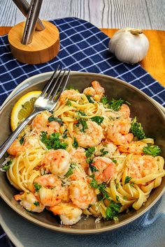 Easy Pasta Recipes, Seafood Recipes, Healthy Food Recipes, Dinner Recipes, Dinner Ideas, Butter Shrimp, Shrimp Pasta, Mozarella, Seafood Dinner