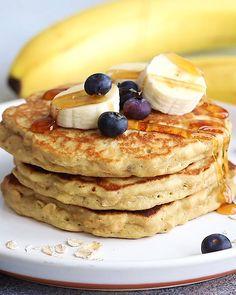 """Gluten Free Banana Pancakes Start your morning off right with these fluffy banana oatmeal pancakes! We're excited that these gluten free pancakes that don't taste…like """"gluten free pancakes."""" They're made with a combination of. Healthy Breakfast Recipes, Healthy Snacks, Breakfast Ideas, Healthy Banana Pancakes, Brunch Ideas, Vegan Banana Pancakes, Greek Yogurt Pancakes, Banana Oats, Banana Pancake Recipes"""