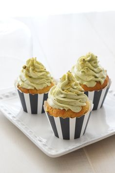 Sugary  Buttery - White Chocolate Cupcakes with Pistachio Buttercream
