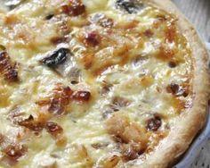 Quiche au poulet rôti et champignons à la béchamel légère : http://www.fourchette-et-bikini.fr/recettes/recettes-minceur/quiche-au-poulet-roti-et-champignons-la-bechamel-legere.html