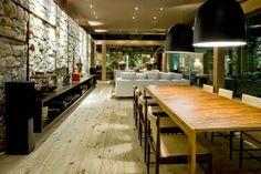 Casa Loft Bauhaus de Ana Paula Barros, Rinde homenaje a la arquitectura de Oscar Niemeyer y Lucio Costa http://www.arquitexs.com/2014/04/casa-loft-bauhaus-ana-paula-barros.html