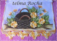 Olaaaaaaaaaaaaaaaaa pessoal trago pra vcs o Pap da florzinha do pano de copa com flores amarelas (flor Rasteirinha rocha. Crochet Box, Crochet Lace Edging, Napkins, Lunch Box, Anil, Diy And Crafts, Crochet Coin Purse, Crochet Edging Patterns, Crochet Baby Sandals