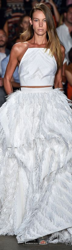 Christian Siriano Spring 2015 Ready-to-Wear Fashion Show Haute Couture Style, Couture Mode, Dior Couture, Couture Fashion, Runway Fashion, Fashion Glamour, Couture Dresses, Christian Siriano, White Fashion