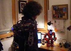 Proyecto Arduino en el que el inventor consigue crear un exoesqueleto con el que controlar un robot creado con LEGO Mindstorm y controlado con Arduino