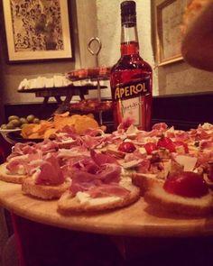 Κρασί, ποτάκι και δωρεάν τσιμπολόγημα… α λα ιταλικά Cheesesteak, Places, Ethnic Recipes, Food, Essen, Meals, Yemek, Eten, Lugares
