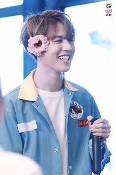 Bo każda wariatka ma w głowie kwiatka  #yugyeom #gyeomie #got7
