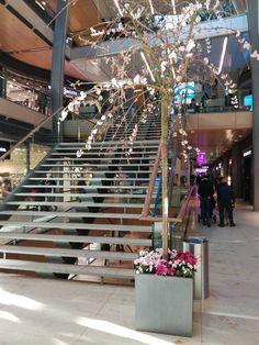 Frühlingsdekoration für die Europa Passage in Hamburg, #Weidenbaum, #Weide, #Dekoration, #Shoppingcenter, #Einkaufszentrum #Europapassage #Hamburg