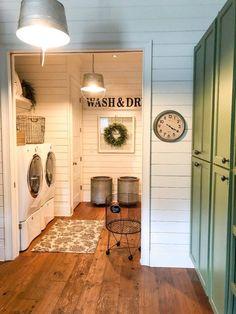 55 Small Farmhouse Laundry Room Decor Ideas - Home Fashions Laundry Room Remodel, Laundry Room Cabinets, Laundry In Bathroom, Farmhouse Laundry Rooms, Farmhouse Decor, Vintage Laundry Rooms, Farmhouse Interior, Country Farmhouse, Laundry Room Floors