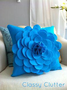 pretty felt flower pillow    http://classyclutter.blogspot.com/2010/09/felt-flower-pillow-to-die-for.html#