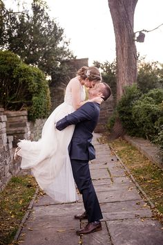 Stunning couple portraits | Photo by Amber Kay Photography | Colorful Historic Mansion Wedding on heartlovealways.com