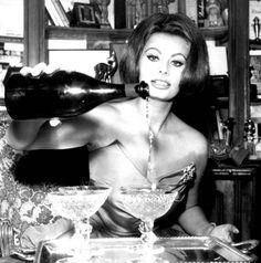 Sophia Loren pouring on Dom...