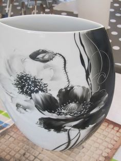 IMG_0702 Ceramic Pottery, Ceramic Art, Glazing Techniques, Painted Vases, Plate Art, Lost Art, China Painting, Porcelain Vase, Flower Art