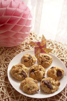 Pour bien commencer ce week-end qui s'annonce gris, froid et pluvieux (oui oui la totale) je vous propose LA recette de cookies (alors oui pas légers légers mais il fait moche non ? Il faut bien compenser !)