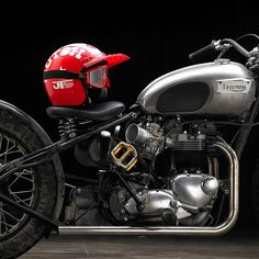 Triumph T120 Bobber Motorcycle (3)
