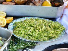 Den här salladen är så smakrik, god och passar till allt!