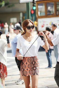A different skirt White V linen shirt from BR
