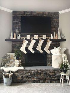 Nice 39 Inspiring Christmas Fireplace Mantel Decoration Ideas. More at http://dailypatio.com/2017/11/23/39-inspiring-christmas-fireplace-mantel-decoration-ideas/