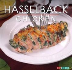 We've told you about hasselback potatoes. We've shared hasselback apples. Now, we want to round out the meal with the main entrée: hasselback chicken! Poulet Hasselback, Hasselback Chicken, Chicken Spinach Ricotta, Spinach Stuffed Chicken, Cooked Chicken, Ways To Cook Chicken, Chicken Recipes Video, Fast Food, Cooking Recipes