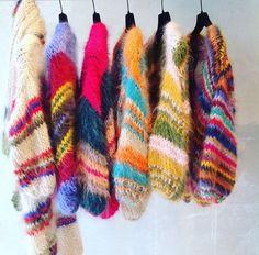 Comming soon : Les Tricots d'o – vesten met de hand gebreid . Knitting Yarn, Hand Knitting, Knitting Patterns, Crochet Patterns, Moda Vintage, Knit Fashion, Knitwear, Knit Crochet, Weaving